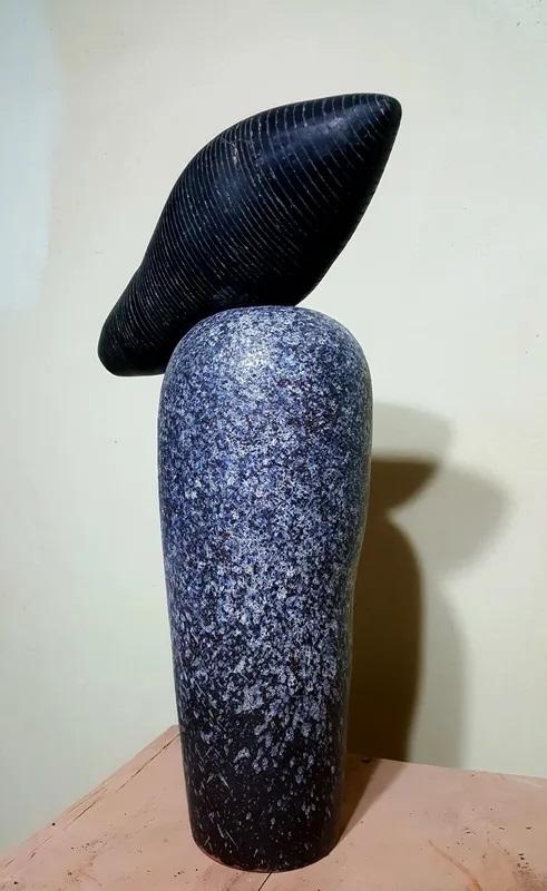 النحت الزجاجي والسيراميك الأسود